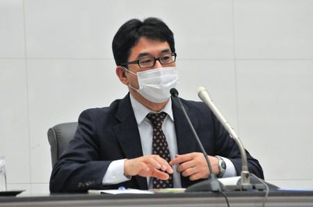 記者会見する片岡剛士日銀審議委員=3日午後、日銀本店