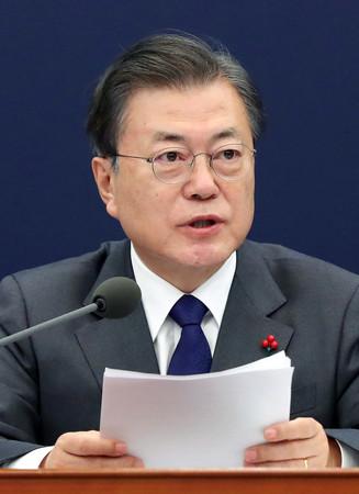 韓国の文在寅大統領=1月21日、ソウル(EPA時事)