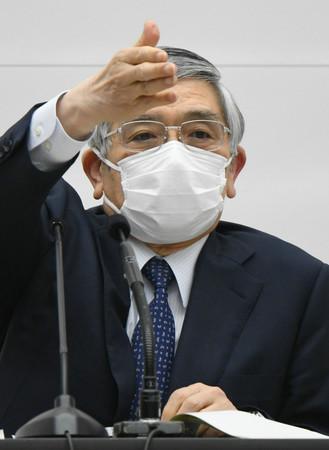 金融政策決定会合を終えて、記者会見する日銀の黒田東彦総裁=3月19日、日銀本店
