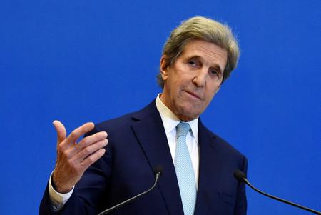 バイデン米政権で気候変動問題を担当するケリー大統領特使=3月10日、パリ(AFP時事)