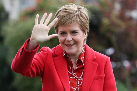 スコットランド自治政府のスタージョン首相=4月27日、ウィグタウン(AFP時事)