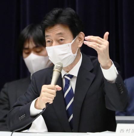 政府の新型コロナウイルス感染症対策分科会の冒頭、発言する西村康稔経済再生担当相=16日午後、東京都千代田区