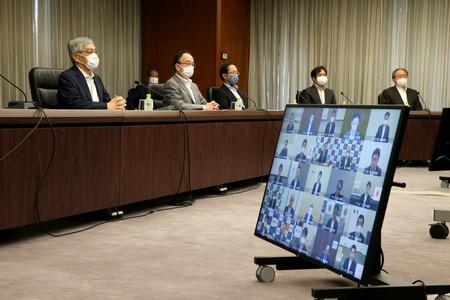日銀本店で開かれた支店長会議。左端は黒田東彦総裁=5日午前(代表撮影)
