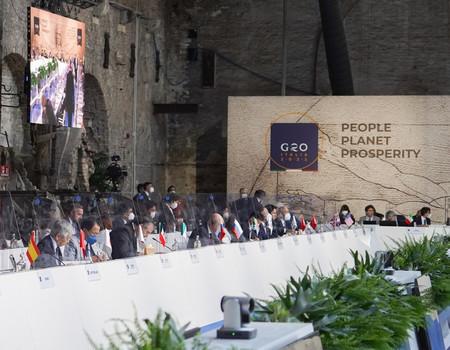 イタリア・ベネチアで開かれた20カ国・地域(G20)の財務相・中央銀行総裁会議に臨む(前列左から)黒田東彦日銀総裁と麻生太郎財務相(公式ホームページより)