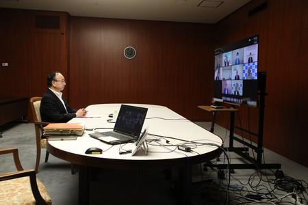 オンライン形式での新潟県金融経済懇談会に臨む日銀の雨宮正佳副総裁=21日午前、日銀本店