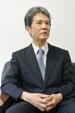 インタビューに答える元日銀副総裁の西村清彦氏=27日、東京都港区