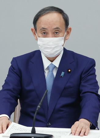 月例経済報告等に関する関係閣僚会議に臨む菅義偉首相=16日午後、首相官邸