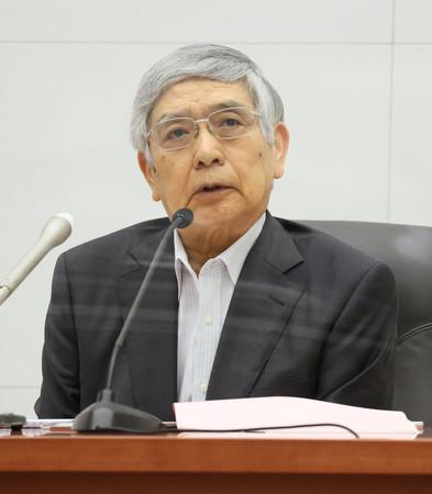 記者会見する日銀の黒田東彦総裁=27日午後、日銀本店