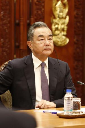中国の王毅外相=12日、プノンペン(EPA時事)