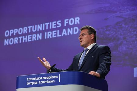 記者会見する欧州連合(EU)欧州委員会のシェフチョビッチ副委員長=13日、ベルギー・ブリュッセル(AFP時事)